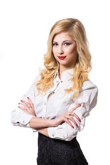 Portret młodego szczęśliwego uśmiechniętego bizneswomanu, na białym tle