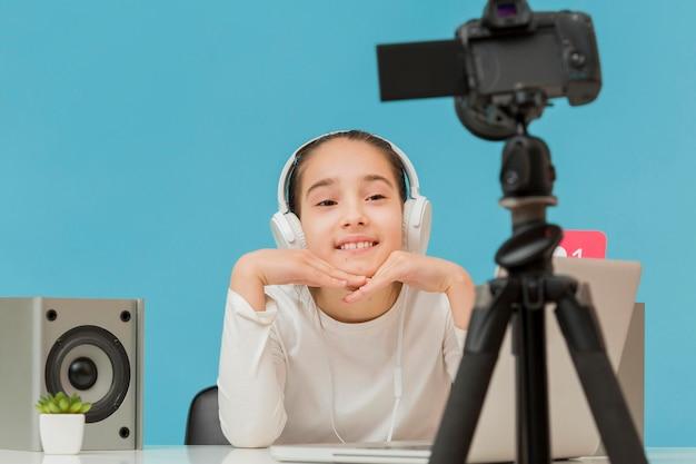Portret młodej dziewczyny, nagrywanie siebie