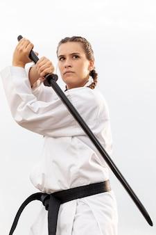 Portret młodej dziewczyny trenować plenerowy