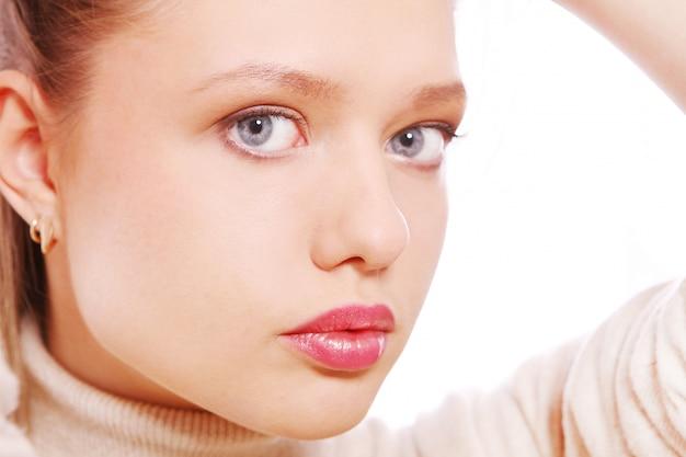 Portret młodej i pięknej kobiety