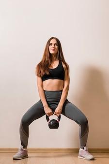Portret młodej kobiety ćwiczyć