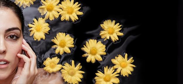 Portret młodej kobiety korzystających z leczenia uzdrowiskowego