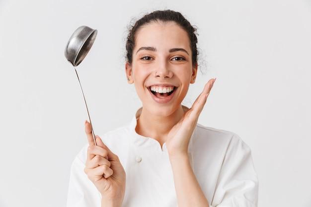 Portret młodej kobiety podekscytowany z naczynia kuchenne