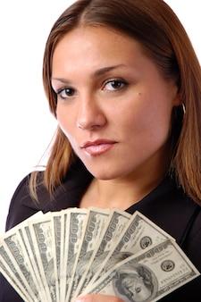 Portret młodej kobiety poważne gospodarstwa pieniądze na białym tle banknoty