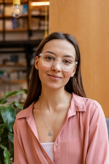 Portret młodej kobiety przedsiębiorcy