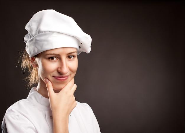 Portret młodej kobiety szefa kuchni