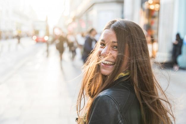 Portret młodej kobiety w londynie
