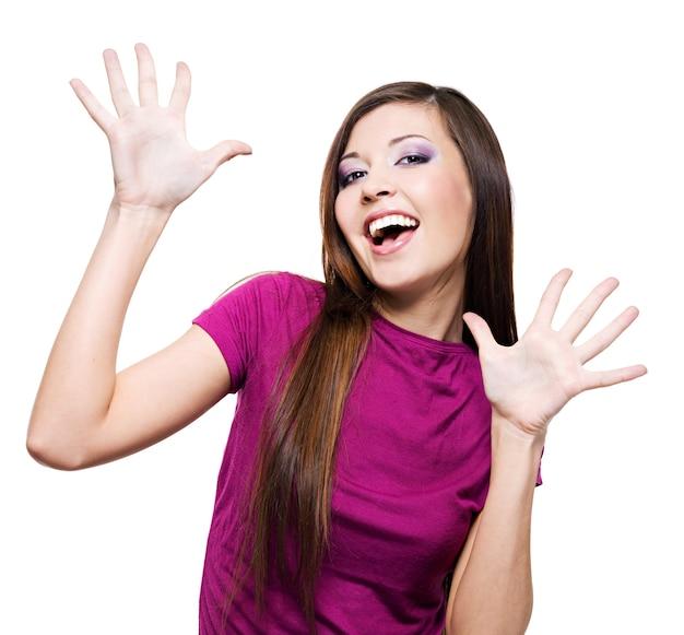 Portret młodej kobiety z pozytywnym wyrazem twarzy