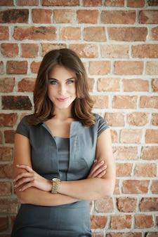 Portret młodej pięknej kobiety biznesu