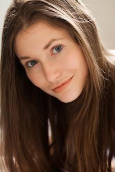 Portret młodej pięknej kobiety