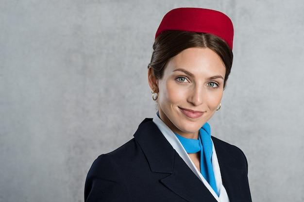 Portret młodej stewardesy