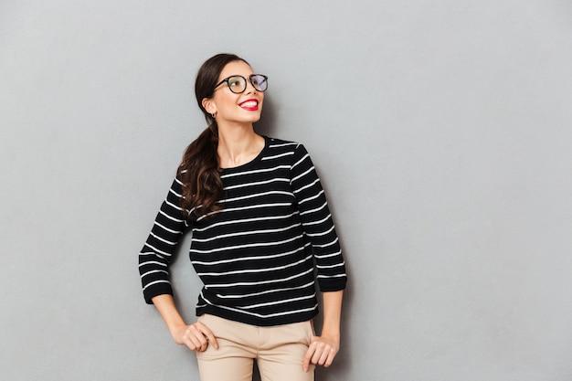Portret młody bizneswoman w eyeglasses