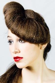 Portret młodych kobiet łacińskiej fryzjerstwo kobiet