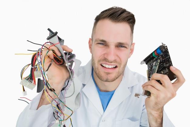 Portret młodych to profesjonalny wrzask z części procesora w ręce