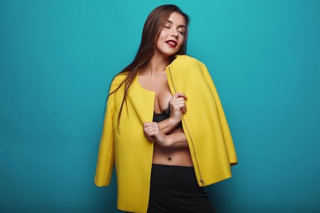 Portret moda glamour łup stylowa młoda kobieta