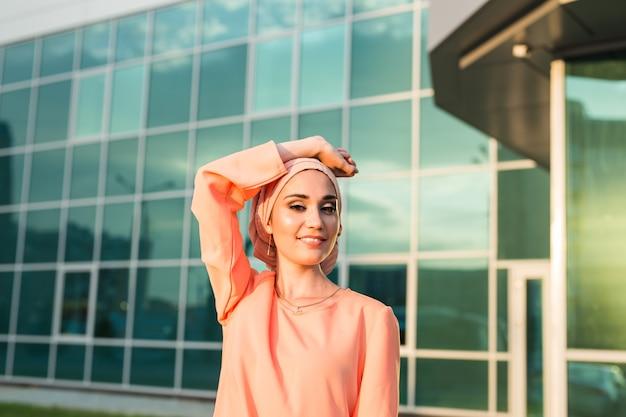 Portret muzułmańskiej kobiety w hidżabie