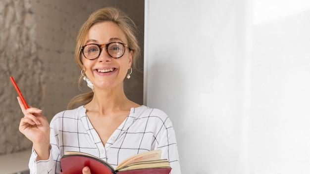 Portret nauczyciela z porządkiem obrad