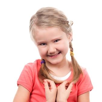 Portret nieśmiała dziewczyna na białej przestrzeni