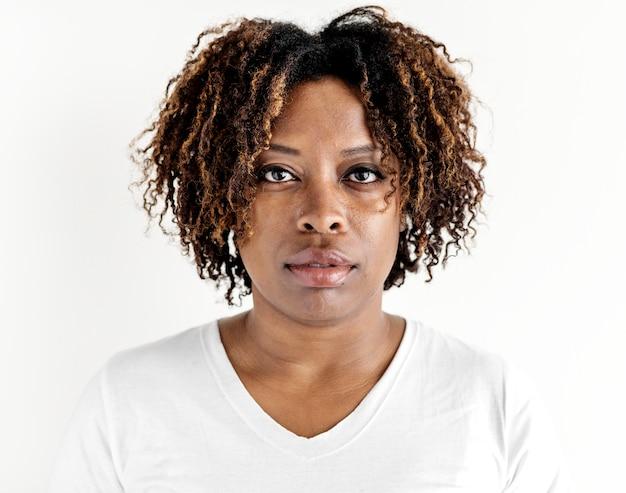 Portret odizolowywający czarna kobieta
