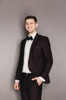 Portret pana młodego w garniturze