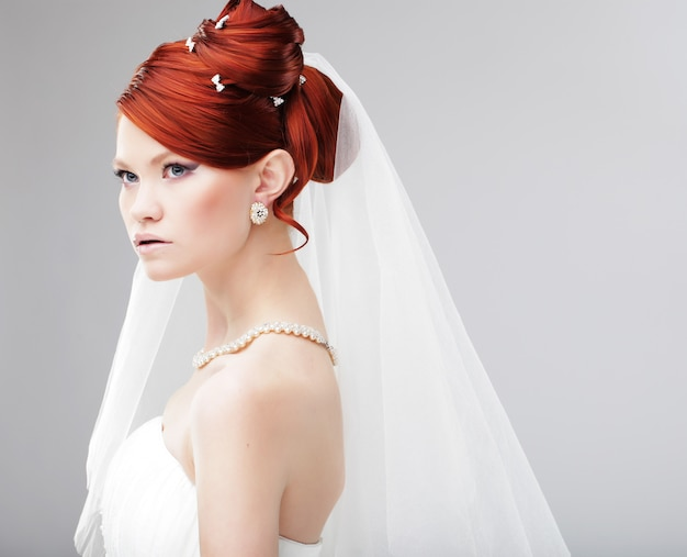 Portret panny młodej. suknia ślubna