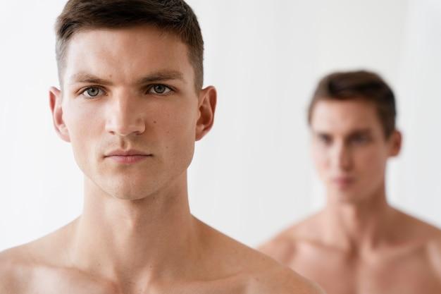 Portret pary gejów z bliska