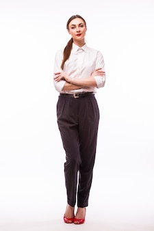 Portret pełnej wysokości młoda ładna bizneswoman na białym tle.