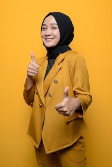 Portret pewnej muzułmańskiej kobiety na żółtym tle