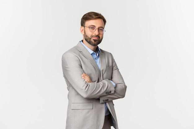Portret pewnie biznesmen z brodą, noszenie i okulary