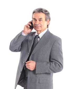 Portret pewność biznesmena rozmawia przez telefon