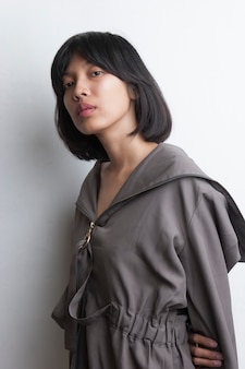 Portret piękna azjatycka kobieta na białym tle