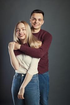 Portret piękna młoda para.