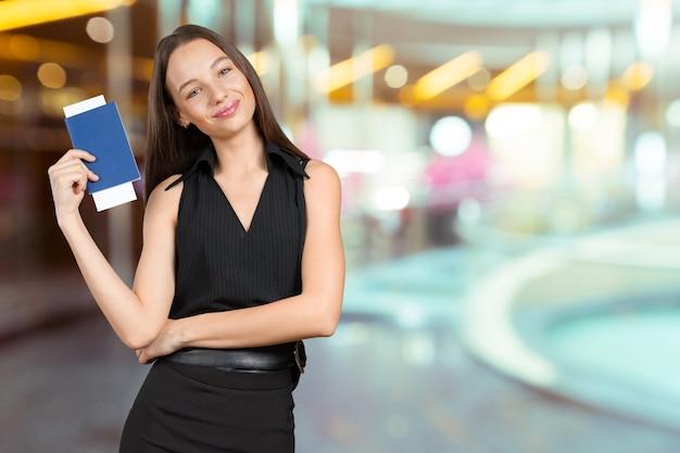 Portret piękna szczęśliwa kobieta