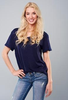 Portret pięknej kobiety blondynka
