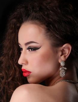 Portret pięknej kobiety brunetka