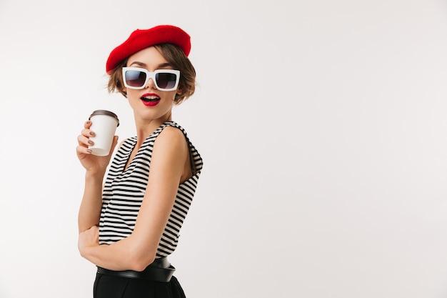 Portret pięknej kobiety na sobie czerwony beret