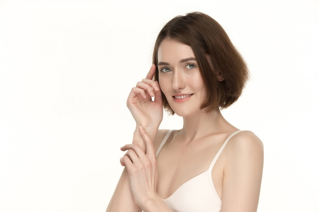 Portret pięknej kobiety z doskonałej skóry