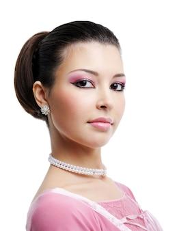 Portret pięknej kobiety z sexy brązowe oczy