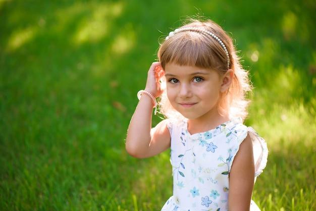 Portret pięknej młodej dziewczynki