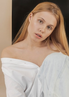 Portret pięknej młodej kobiety