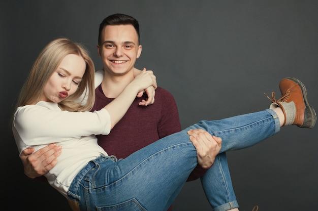 Portret pięknej młodej pary.