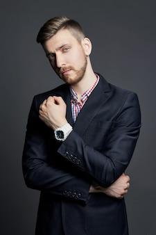Portret pięknej sexy brutalnych mężczyzn menedżer guy