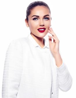 Portret pięknej stylowej młodej kobiety
