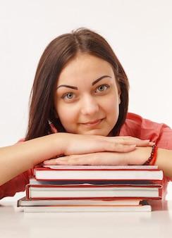 Portret pięknej ucznia z książkami