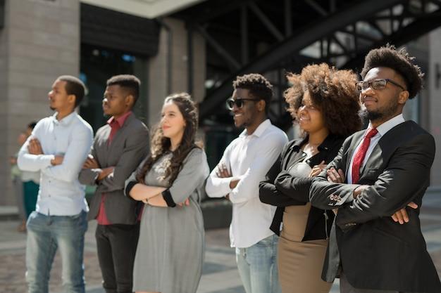 Portret pięknych młodych afrykańskich ludzi sukcesu