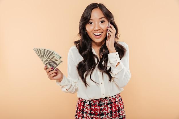Portret podekscytowana kobieta azji