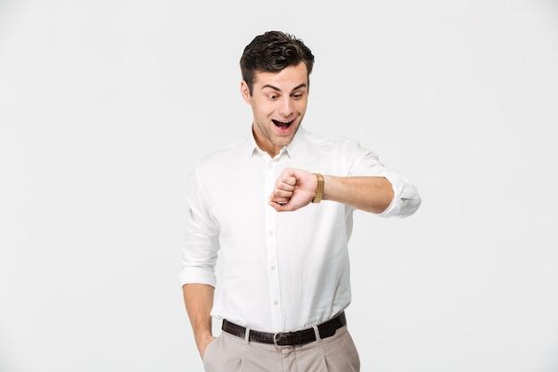 Portret podekscytowany młody człowiek