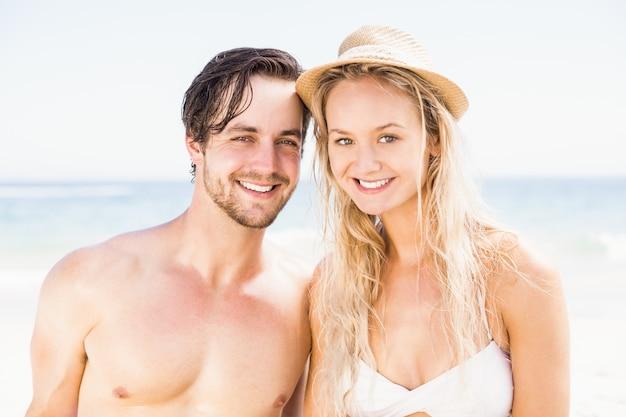 Portret potomstwa dobiera się wpólnie na plaży