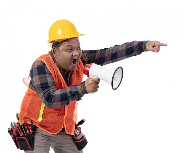 Portret poważny konstruktor krzyczy z rogiem