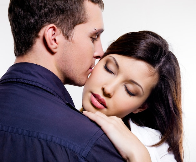 Portret pozowanie piękna para
